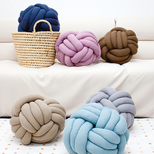 Thumb knot yarn pop2