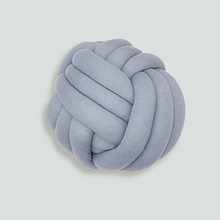 Thumb knot yarn ball