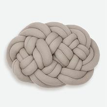 Thumb knot yarn kamikazari