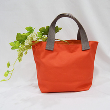 Thumb lunch tote red